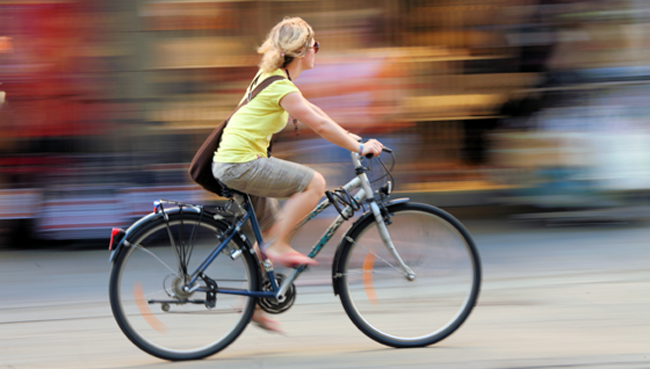 woman-bicycle-commute