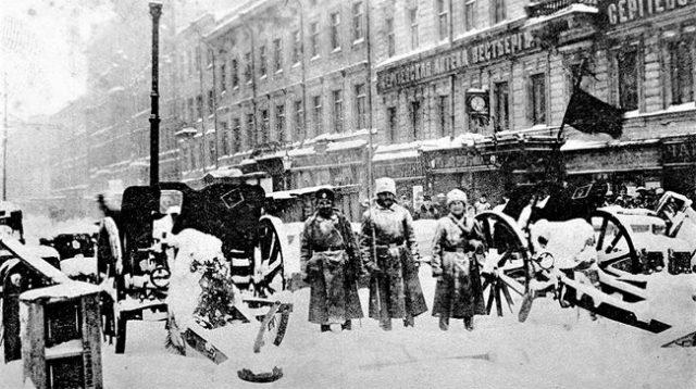barricada-san petesburgo-febrero 1917-bolcheviques-rtevolución-rusa